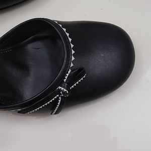 Tommy Hilfiger Shoes - Tommy Hilfiger black heels w/ rounded toe and bow